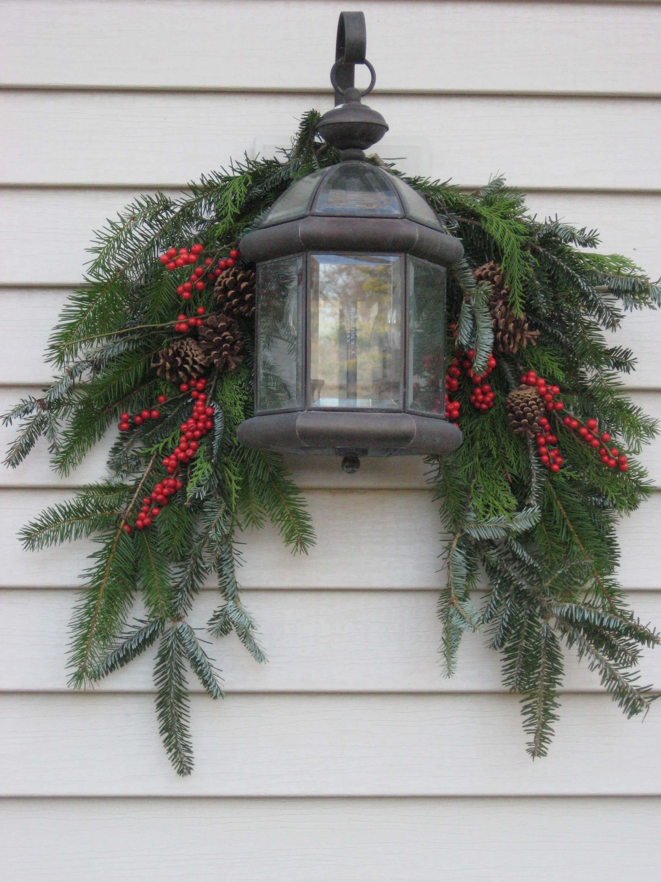 Swag and lantern shady lane greenhouses Simple christmas outdoor decorating ideas